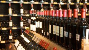 Nghị định 105/2017/NĐ-CP có hiệu lực từ ngày 01/11/2017 quy định vềsản xuất kinh doanh rượu.